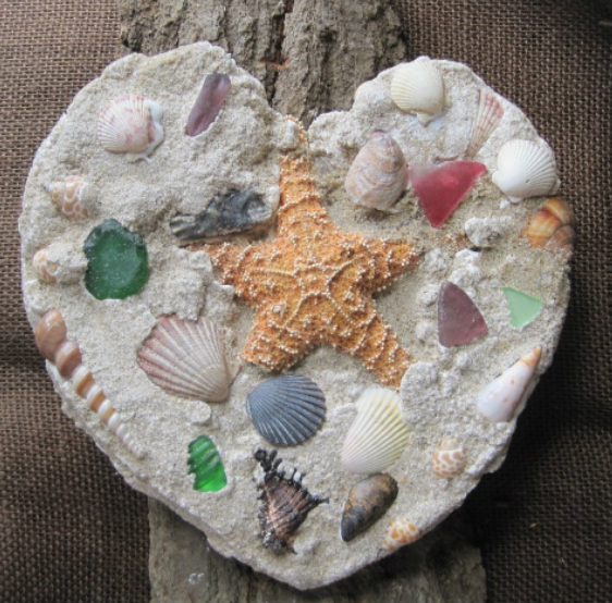 How to-tutorial on how to make this sand cast, shell and seaglass heart. www.shellcrafter.com