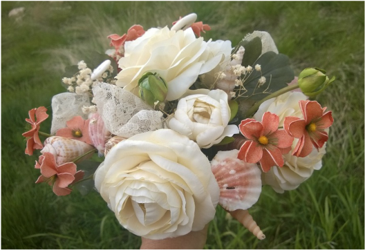 DIY seashell bridal bouquet , coastal wedding ideas, bouquet with shells and flowers, shell and floral wedding bouquet, seashell bouquet tutorial, seashell bridal bouquet tutorial